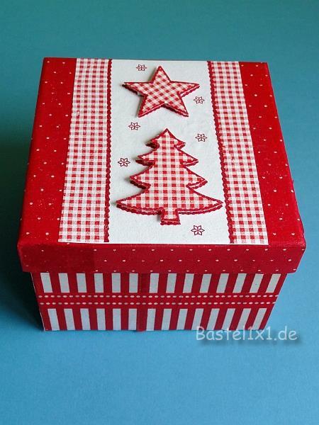 basteln mit papier serviettentechnik schachtel f r ein weihnachtsgeschenk. Black Bedroom Furniture Sets. Home Design Ideas