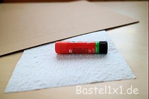 Bastelanleitung wie man dicke pappe auszustanzt for Farbige rauhfasertapeten